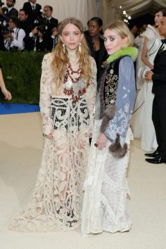 MARY-KATE OLSEN Y ASHLEY OLSEN